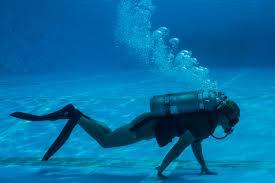 necesito saber nadar para bucear